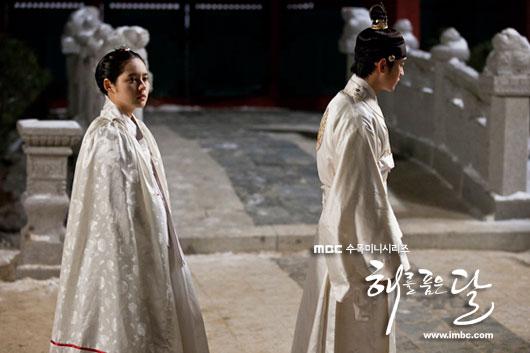 sunnmoon-han-ga-in-kim-soo-hyun-love1