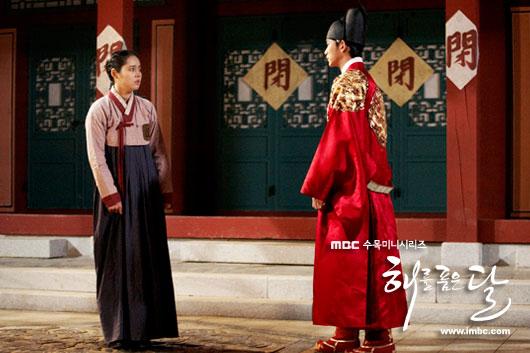 sunnmoon-hangain-kimsoohyun-hand1