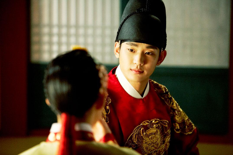 sunnmoon-kim-soo-hyun-han-ga-in-kiss3
