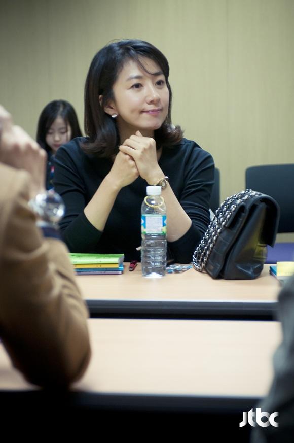 wife-script2-kim-hee-ae