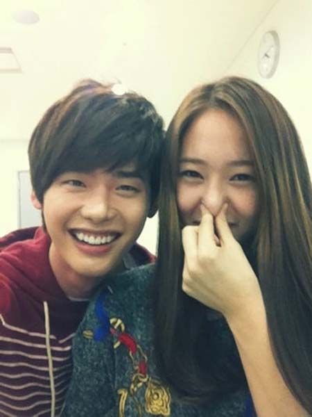 Lee Jong Suk Happy Funny Photo with f(x)'s Krystal - Drama ... F(x) Krystal Heirs