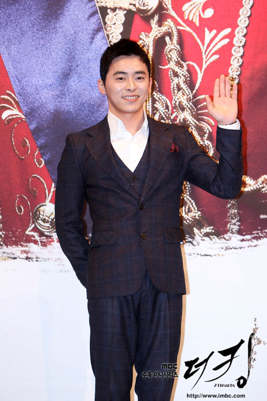 king-jo-jung-suk-press2