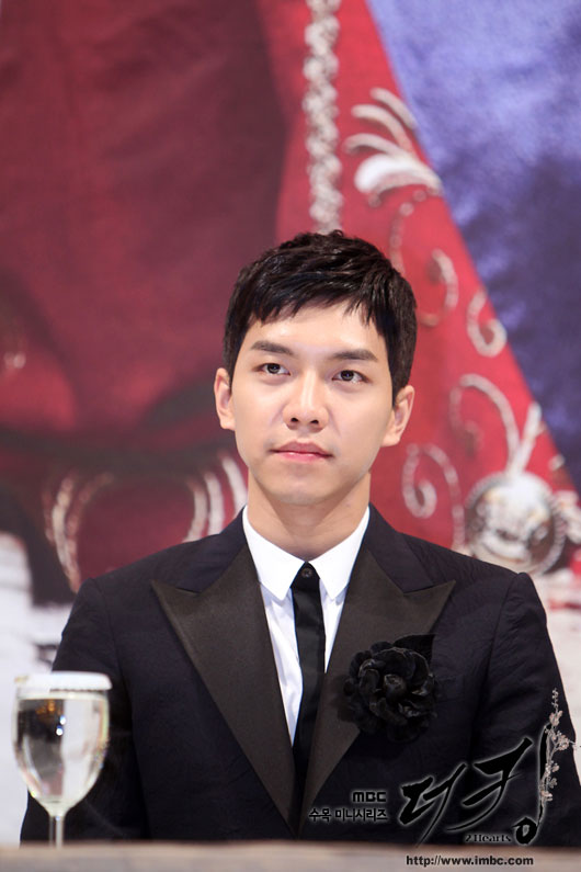 king-lee-seung-gi-press5