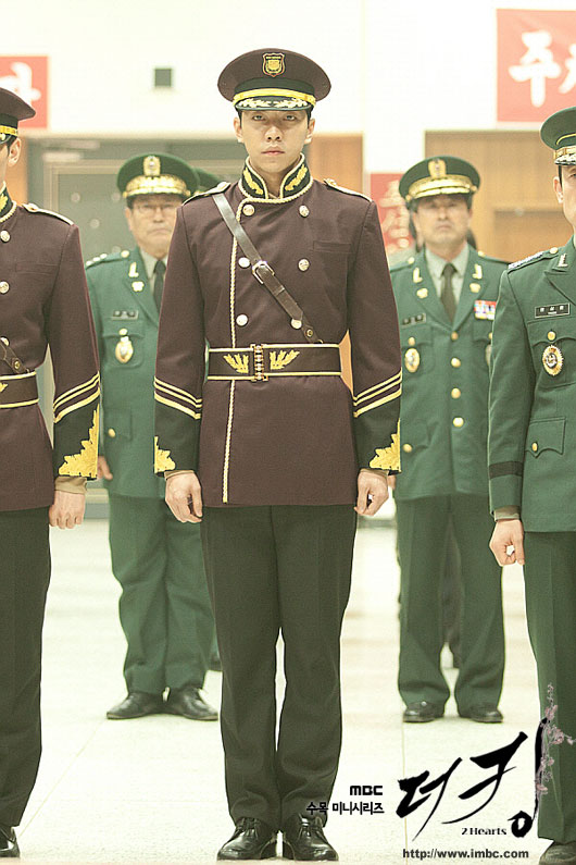 king-lee-seung-gi-uniform1