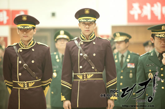 king-lee-seung-gi-uniform3