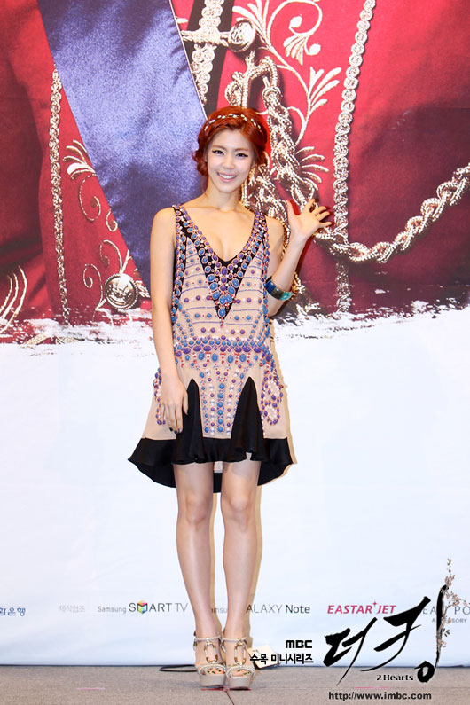 king-lee-yoon-ji-press4