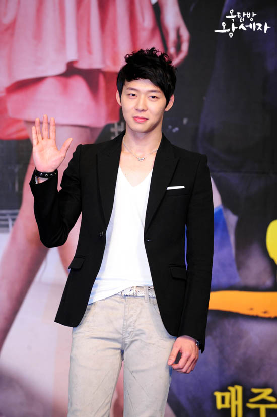 roof-press-micky-yoochun-2