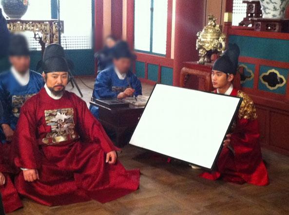 sunnmoon-kim-soo-hyun-reflector3