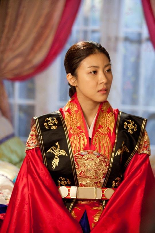 Dinastia Joseon King-ha-ji-won-princess-wedding-dress1