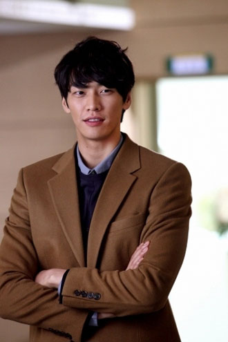 http://dramahaven.com/wp-content/uploads/2012/04/loverain-kim-young-kwang.jpg