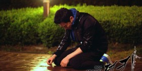 king-jo-jung-suk-kneel5